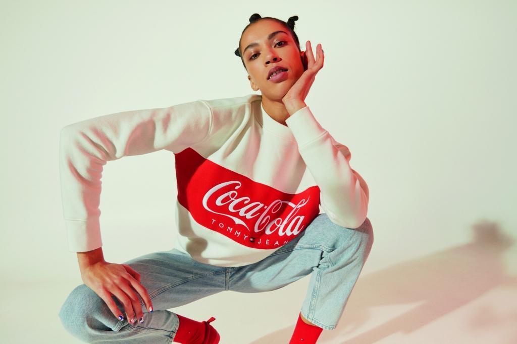 SP19 TJ Coca Cola GRP Look02 0869 1024x683 - Tommy Hilfiger y Coca-Cola tienen la colección más millennial del momento