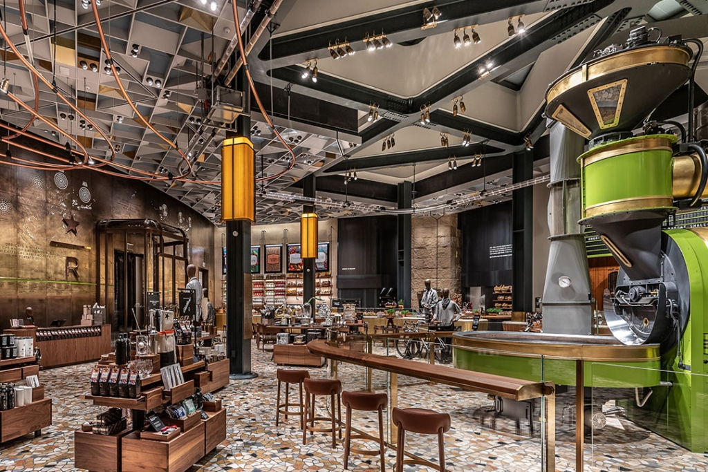 starbucks3 1024x683 - Querrás viajar a Milán con tal de entrar al primer Starbucks italiano