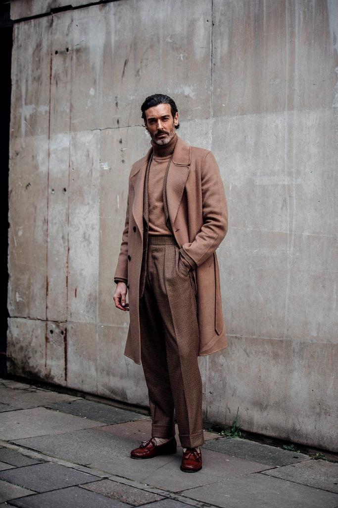 street style london fashion week mens 2018 746644110 1200x1800 683x1024 - ¿Cómo vestirse para asistir al Mercedes-Benz Fashion Week?