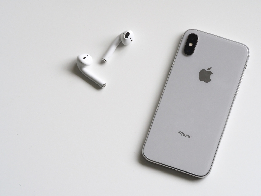 technology 3068617 1920 1024x768 - Todo lo que sabemos sobre los tres nuevos iPhone que Apple lanzaría en 2019