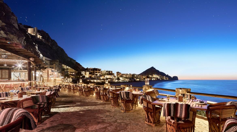the resort at pedregal el farrallon main terrace - Los Cabos es el lugar favorito de Lady Gaga para celebrar su cumpleaños