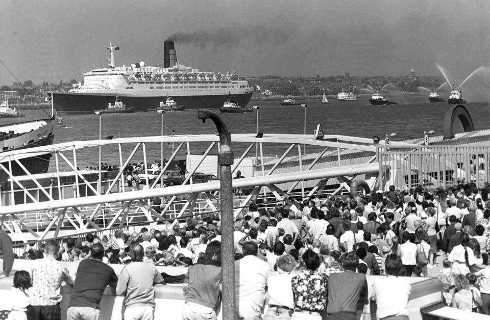 Zeus Inset 960x628px History Insetimage1 - ¿Recuerdas el crucero Queen Elizabeth II? Ahora es un lujoso palacio árabe que puedes visitar