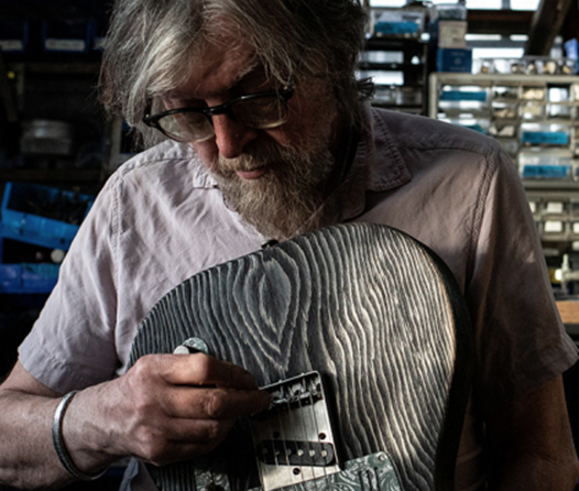 Cuando Keith Richards y Eric Clapton quieren la guitarra perfecta, este es el hombre al que acuden