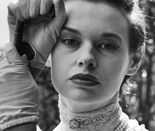 5 cosas que debes saber sobre la socialité que creó el perfume favorito de tu abuela