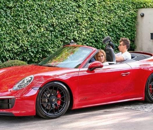 Así es el Porsche que Jennifer López recibió por su cumpleaños 50