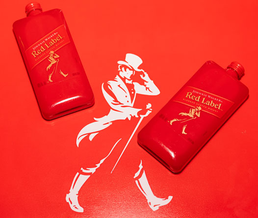 Johnnie Walker presenta su Pocket Scotch con un look muy millennial