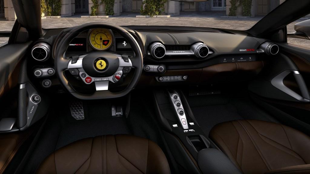 Ferrari-812-GTS-es-el- descapotable-más-poderoso-del-mundo