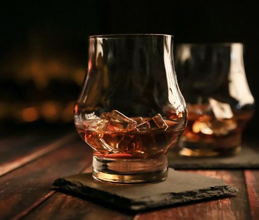 Descubre los mejores whiskies para brindar esta Navidad