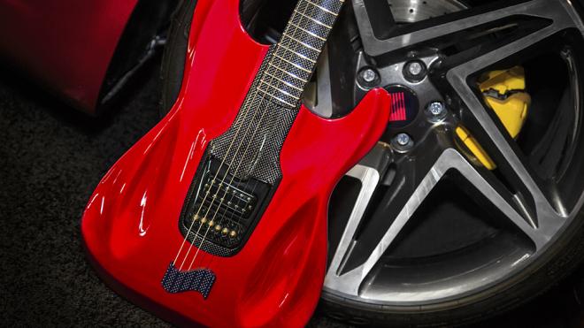 Esta guitarra de Fender es un electrizante homenaje a la velocidad