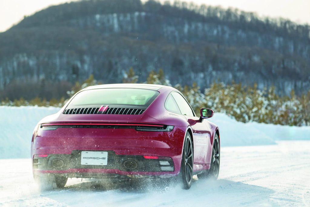 El hielo es el maestro: Porsche desafía tus habilidades como conductor