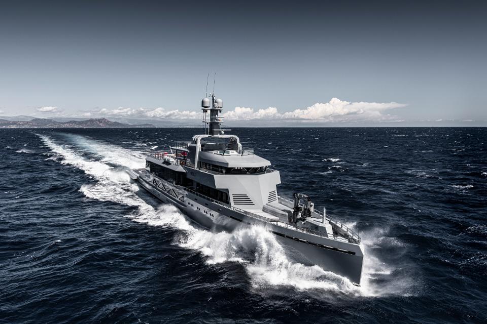 Bold, el superyate con apariencia naval que puedes rentar por 1 MDD