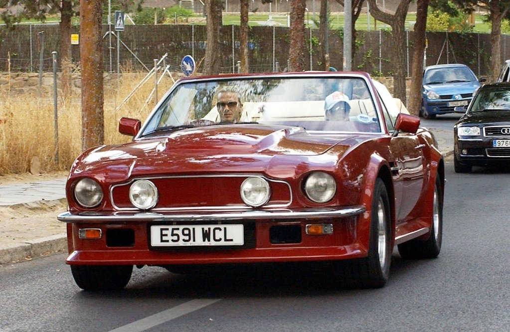 ¿Quieres ser el nuevo dueño del Aston Martin V8 que manejó David Beckham? Sólo necesitas medio millón de euros