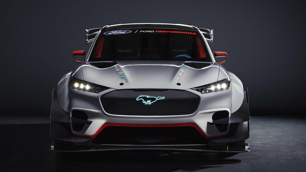 Ford reveló el nuevo Mustang Mach-E eléctrico de carreras: 1,400 HP de pura adrenalina