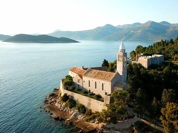 LOPUD-1483: de monasterio a hotel cinco estrellas