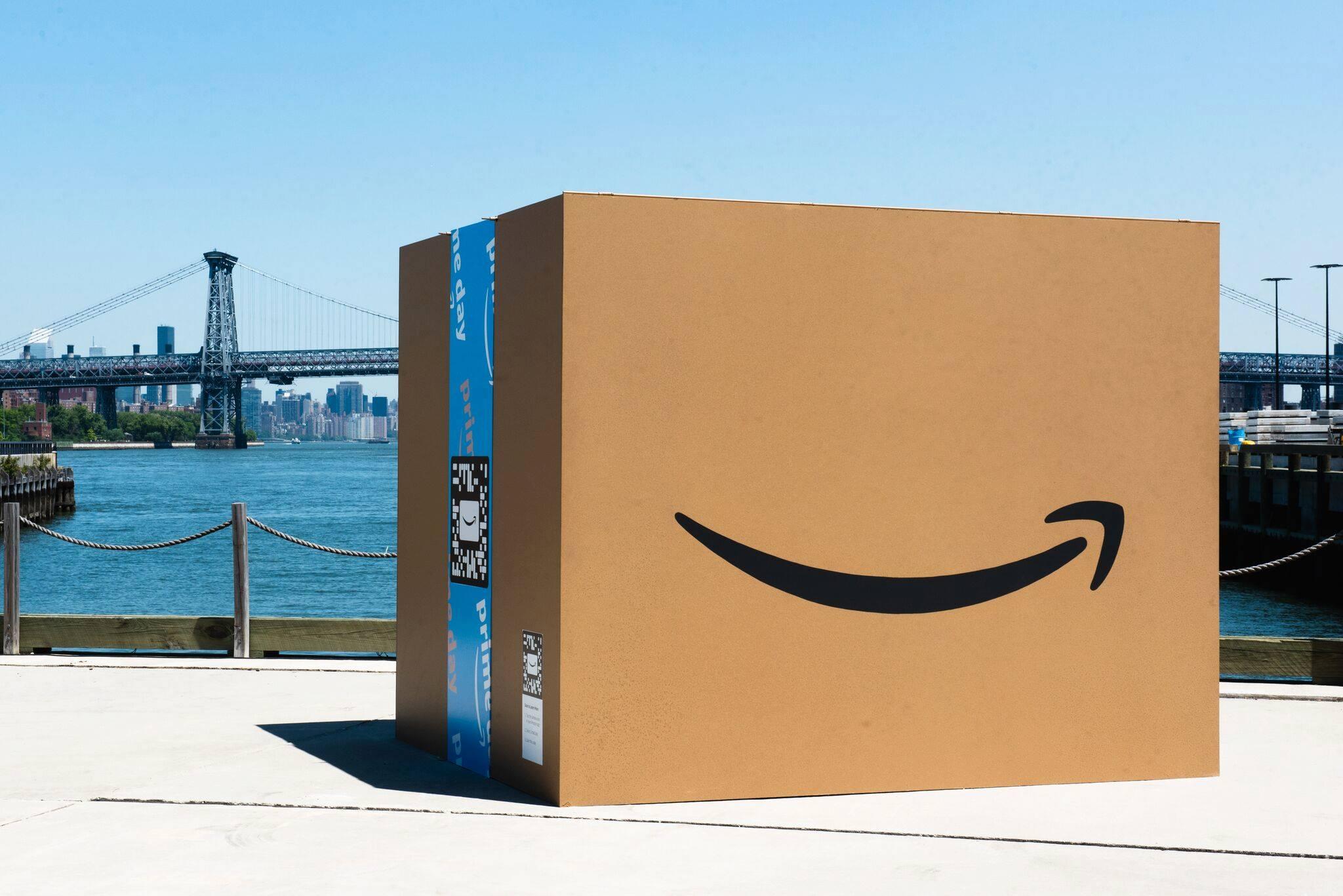 Amazon incursiona en el sector del lujo de la mano de Oscar de la Renta