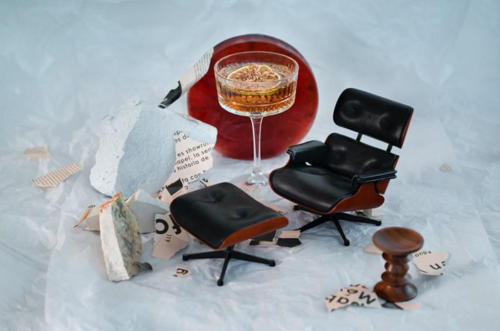 5 cócteles navideños con mezcal inspirados en muebles de Herman Miller