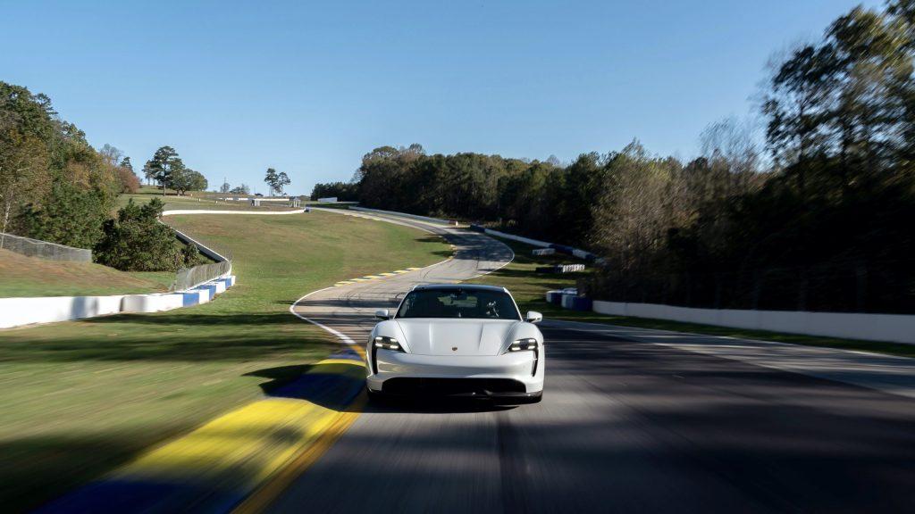 Así es como el Porsche Taycan Turbo S bate un nuevo récord y demuestra que los eléctricos corren impresionantemente