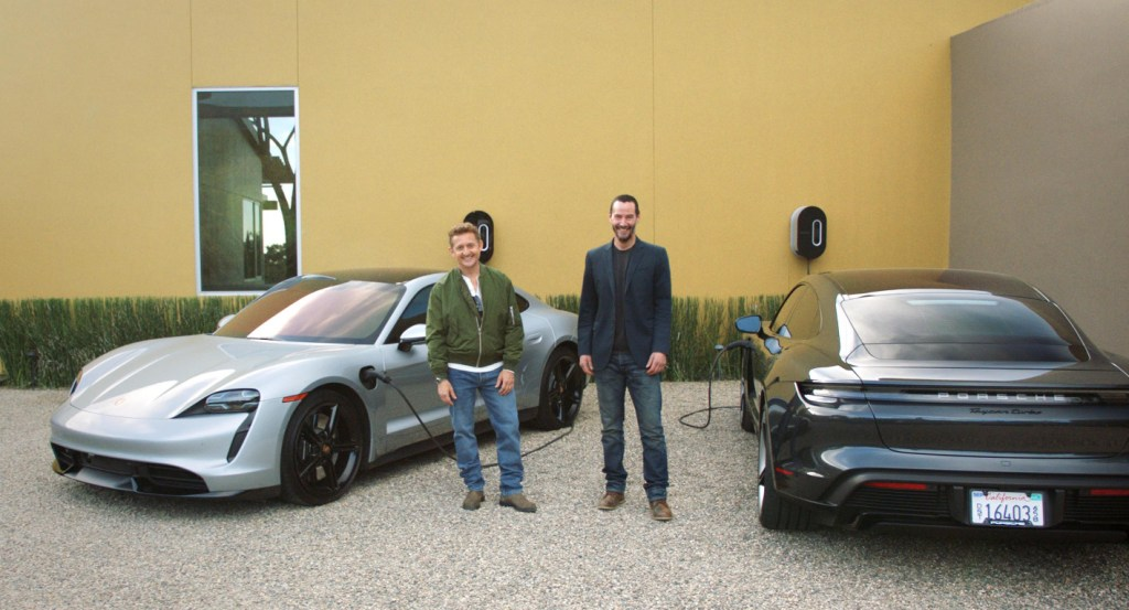 Keanu Reeves y Alex Winter ponen a prueba el Porsche Taycan y lo revelan a través de un documental en YouTube