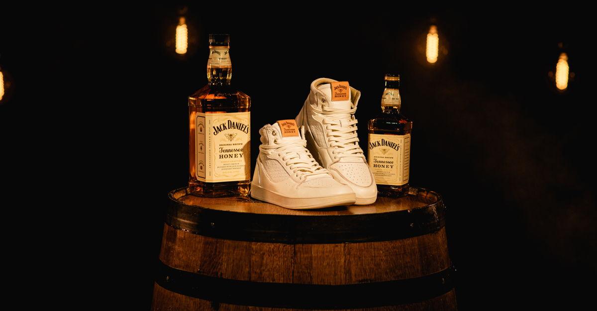No basta con ser un whisky icónico, Jack Daniel's quiere revolucionar el mundo de los sneakers