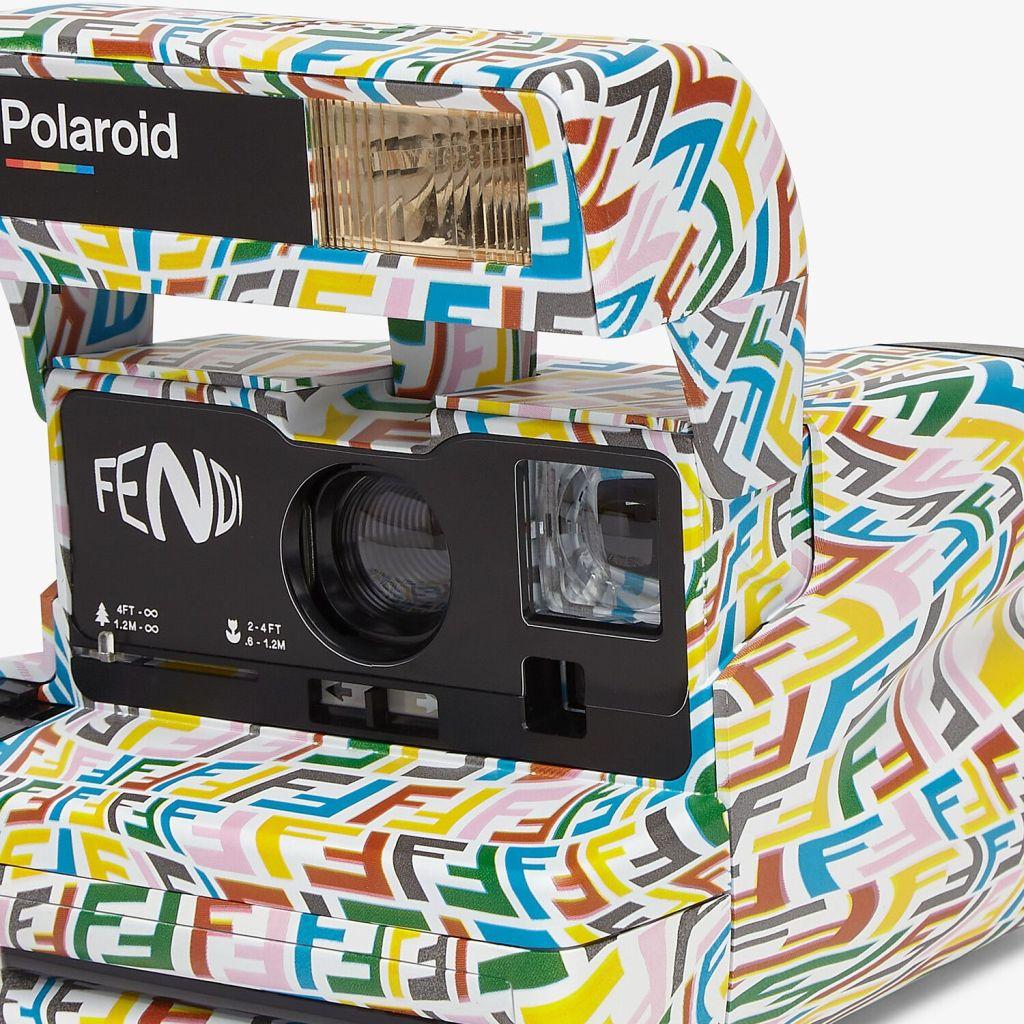 La cámara de Fendi x Polaroid con la que querrás tomarte fotos hasta en la esquina