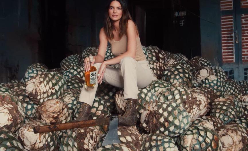 ¿Apropiación cultural u homenaje? Kendall Jenner lanza el tequila que está en boca de todos