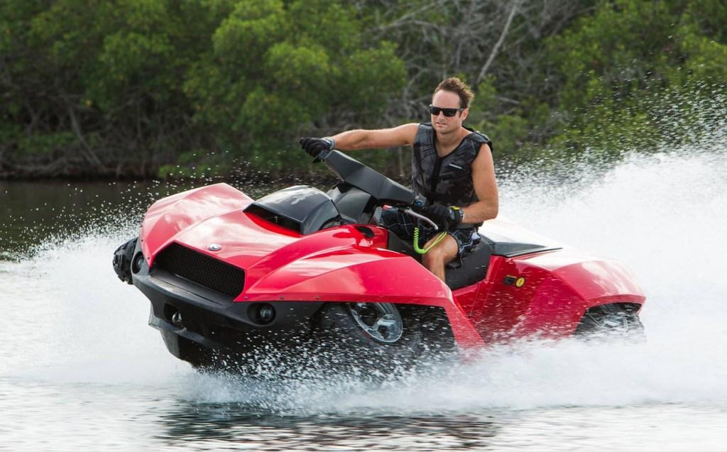 Ve a donde quieras, por tierra o mar, con Quadski, la cuatrimoto que se convierte en moto acuática