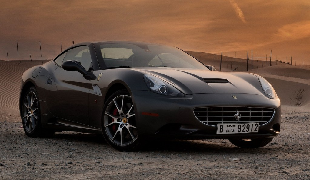 El Ferrari personalizado de Hugh Grant está a la venta y por menos de 100 mil euros