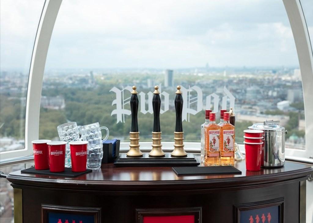 Éste podría ser el bar más pequeño y con la mejor vista del mundo y se encuentra en Londres