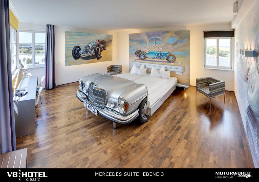 De soñar con tu auto favorito a dormir en su interior, V8 Hotel es el paraíso para todo amante del motor