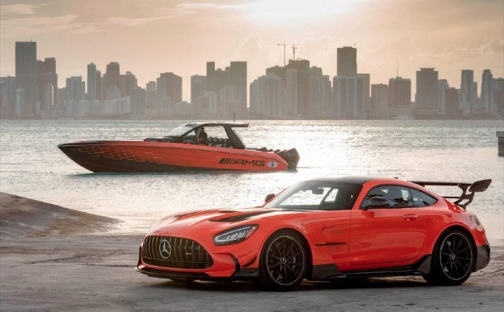 5 Barcos inspirados en coches para ir a toda velocidad por altamar