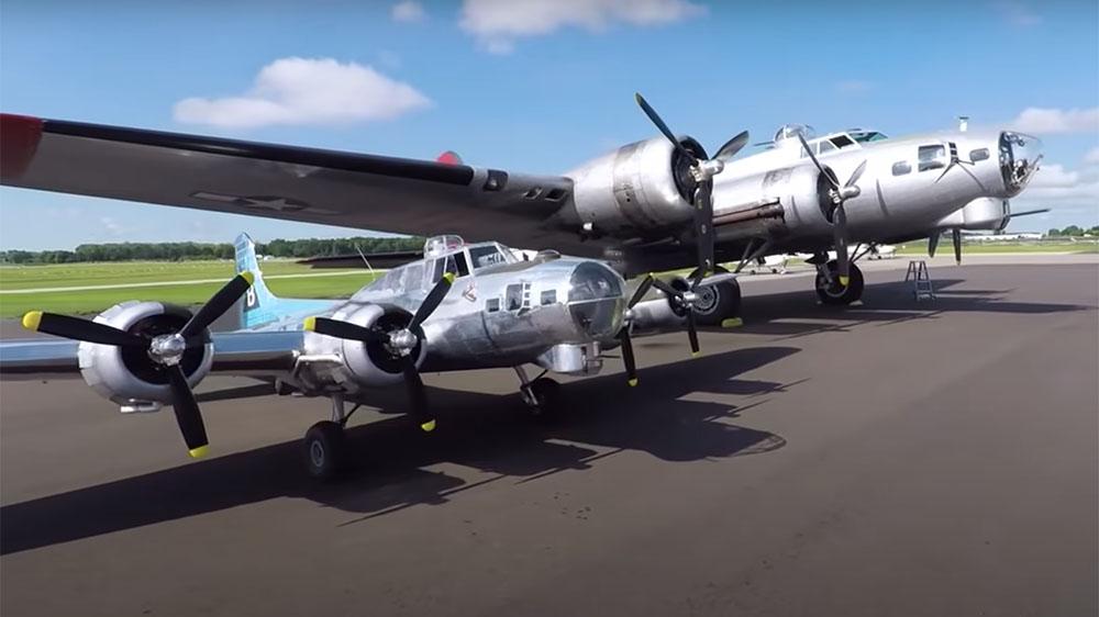 El piloto veterano Jack Bally construyó a escala una réplica de un bombardero que puede volar