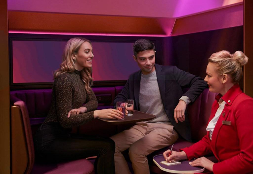 Los pasajeros VIP de Virgin Atlantic tendrán un nuevo espacio social en los aviones: The Booth