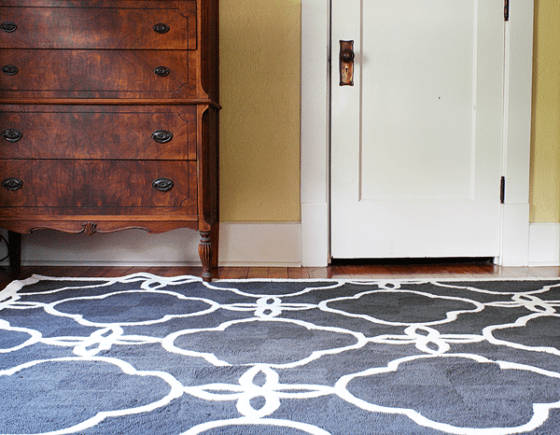 How use an area rugs with your hardwood floors