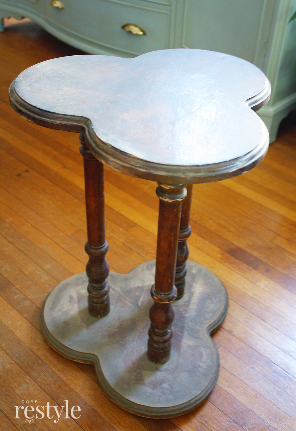 clover leaf table before
