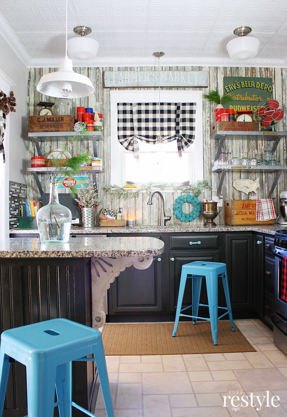 A Vintage Collectors Holiday Kitchen Tour