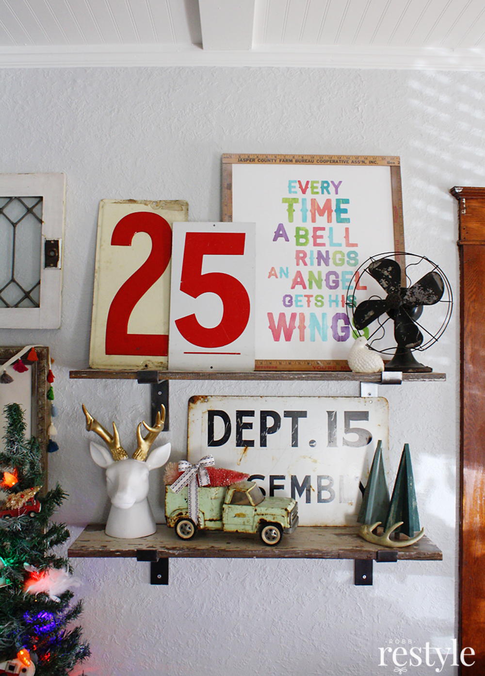 Holiday Shelf Style