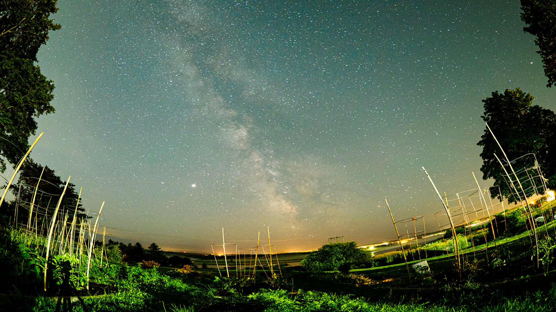 a rando astro shot with the milky way and jupiter