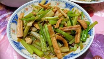 沙茶魷魚芹菜