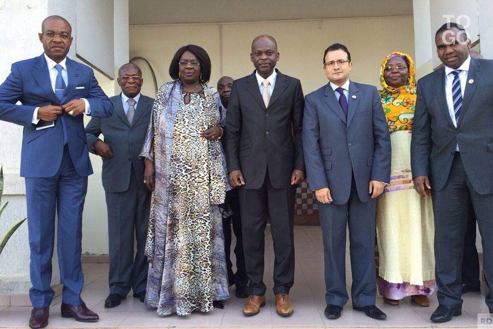 Le-chef-de-la-diplomatie-a-recu-le-groupe-africain_ng_image_full