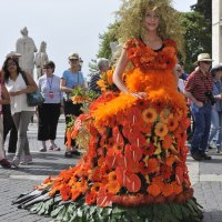 IN ROME SPECTACULAR DUTCH FLORAL ART, FASHION & DESIGN: CLOTHES  CREATED WITH FRESH ORANGE FLOWERS FOR THE NEW KING OF THE NETHERLANDS