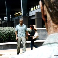 WALKING MAN AND STANDING MAN: THE IMPRESSIVE SCENE IN LONDON CREATED BY SCULPTOR SEAN HENRY