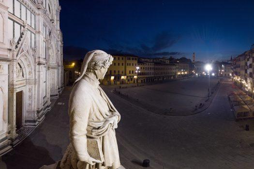 Statua di Dante in piazza Santa Croce a Firenze