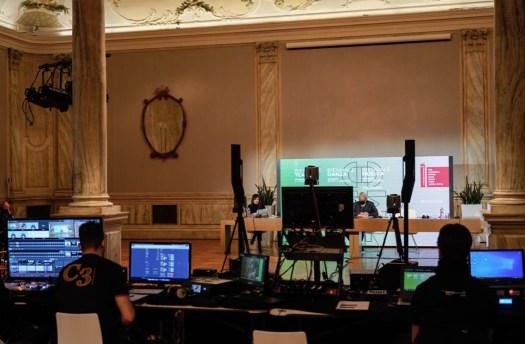 il set della conferenza stampa di presentazione della Biennale 2021 dal vivo