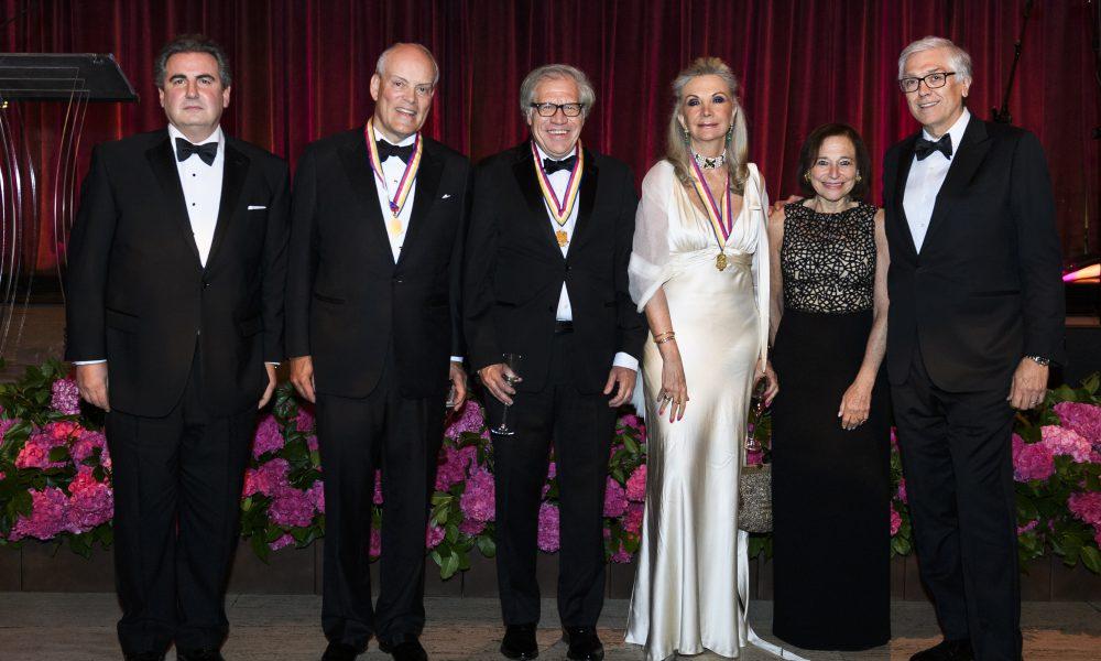 Presidente y CEO de Scotiabank recibe Medalla de Oro de la America's Society