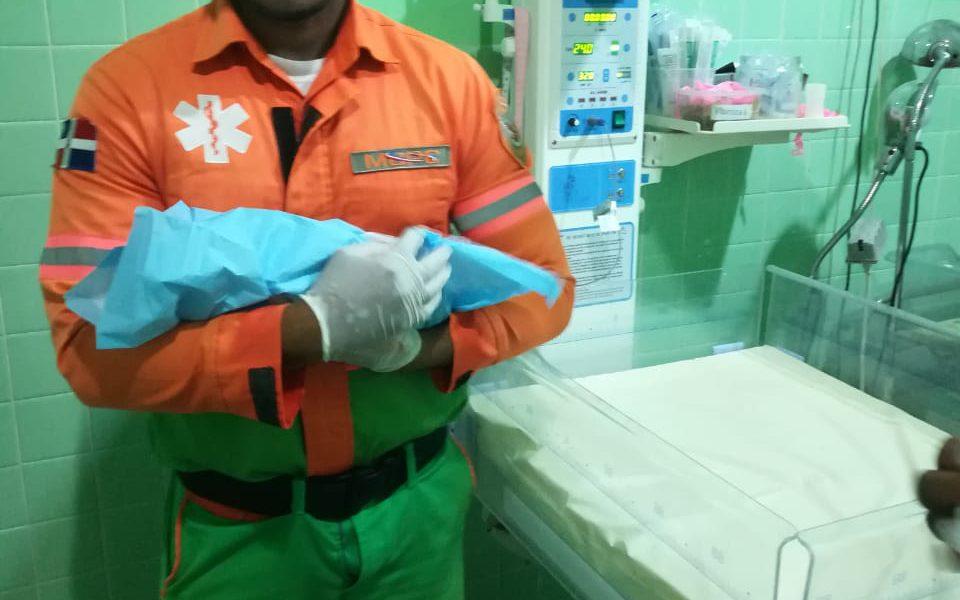Nace séptimo bebé en ambulancia del Programa de Asistencia Vial del MOPC
