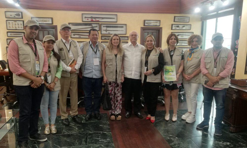 Hipólito Mejía recibe comisión de observadores de la COPPAL