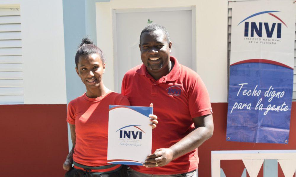 INVI entrega vivienda a atleta de alto rendimiento en Azua