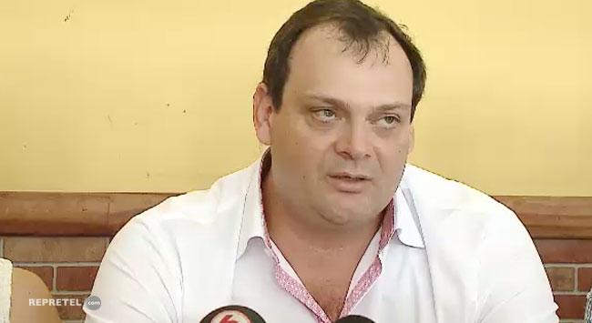 Don Claudio Poma, muy amable por los documentos enviados a mi abogado.