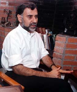 Don Víctor Ramírez Zamora del BNCR cancela responsablemente su adeudo con la Seguridad Social.