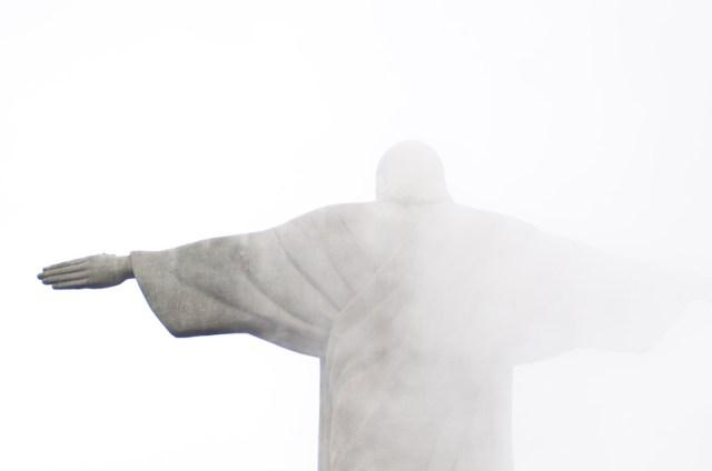 Corcovado entre niebla